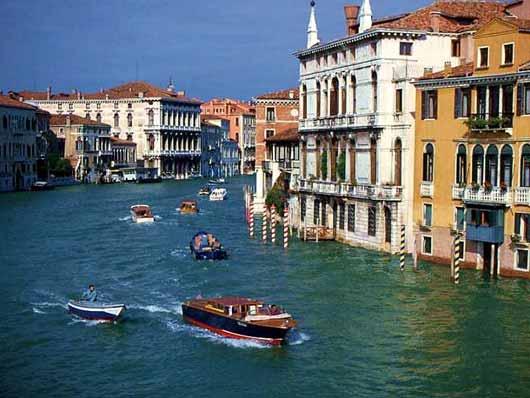 veneza-rio-italia-barcos-casas